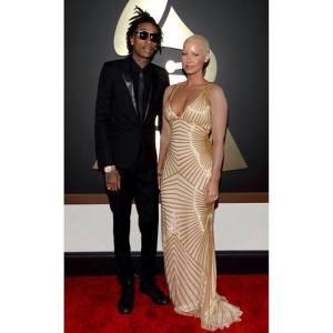 Wiz Khalifa et Amber Rose dans une robe Naeem Khan sur le tapis rouge des Grammys 2014