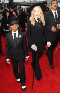 Madonna et son fils David, habillés par Ralph Lauren sur le tapis rouge des Grammys 2014.