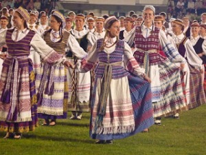Lithuania folk costumes make use of linen weavings in geometric patterns. The full costume is worn only by folk dance groups and the like, but the characteristic fabrics appear in belts, ties, scarves, and other accessories worn on national holidays.